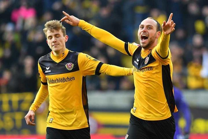 Hauptmann und Benatelli bejubeln das Tor zum 2:0.