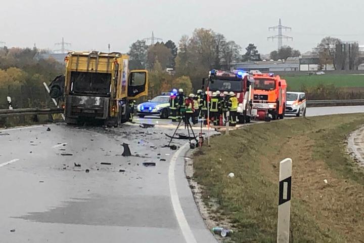 Auf der Staatsstraße 2335 in Bayern ist es zu einem schrecklichen Unfall gekommen.