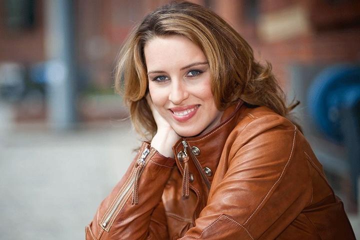MDR-Moderatorin Anna Funck (37) ist gerade in Elternzeit und verarbeitet mit dem Buch den Tod ihrer Mutter.