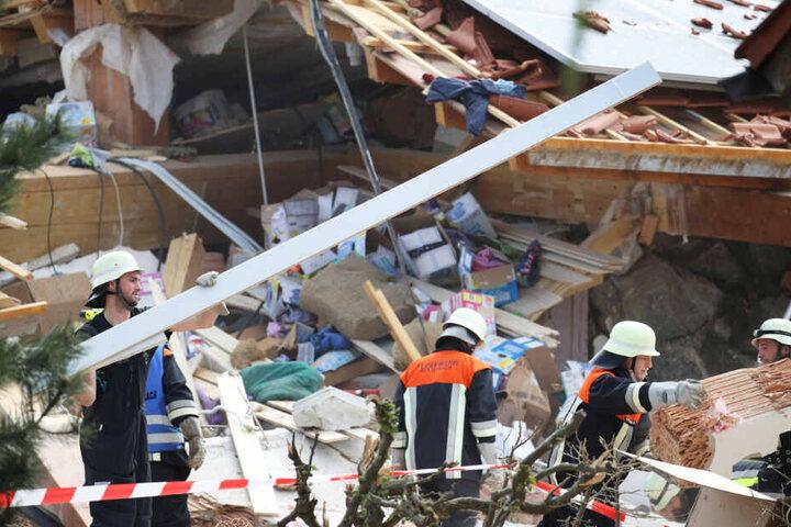 Vom Wohnhaus in Rettenbach am Auerberg in Bayern blieben nach der Explosion nur Trümmer übrig.