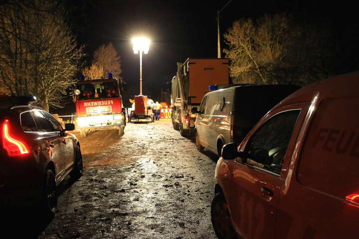 Die Straßen werden bereits von den Einsatzkräften abgesperrt.