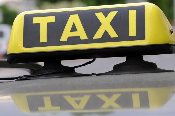 Der Taxi-Fahrgast hatte einen Polizisten geschlagen. (Symbolbild)
