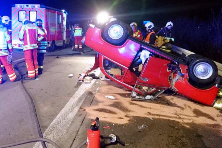 Der Fahrer des Trabant 601 soll aus dem Fahrzeug geschleudert worden sein.