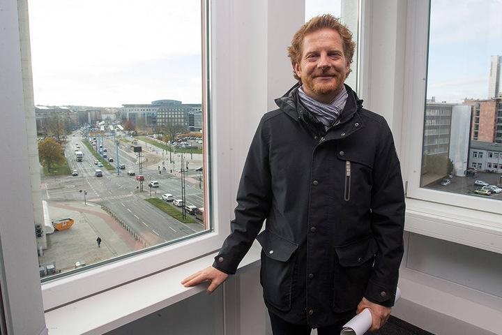 Baubürgermeister Michael Stötzer (45, Grüne) ist der Chef im Neuen Technischen Rathaus. Dort bibbern jedoch die Beschäftigten.