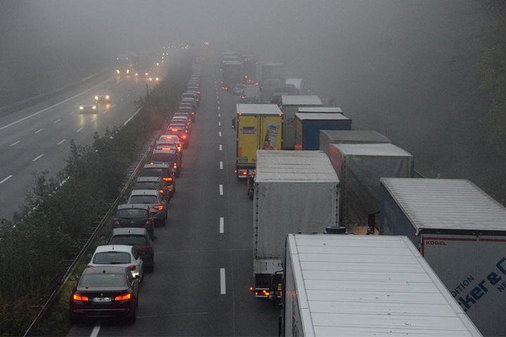 Der Verkehr staute sich kilometerweit.