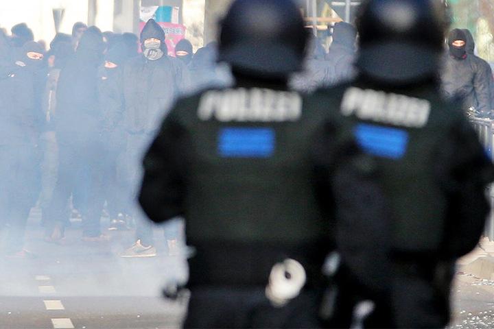 Bei Demonstrationen in der Leipziger Innenstadt war es in den letzten Jahren verstärkt zu Ausschreitungen zwischen Polizei und linken Demonstranten gekommen. (Symbolbild)