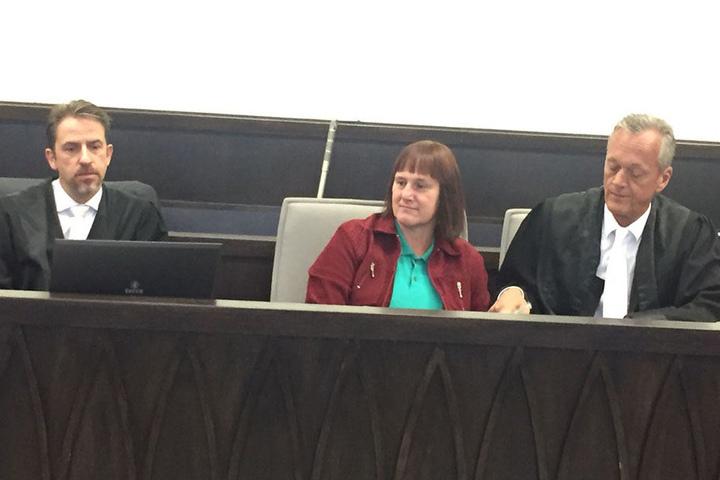 Hier sitzt Angelika W. neben ihrem Verteidiger Peter Wüller.