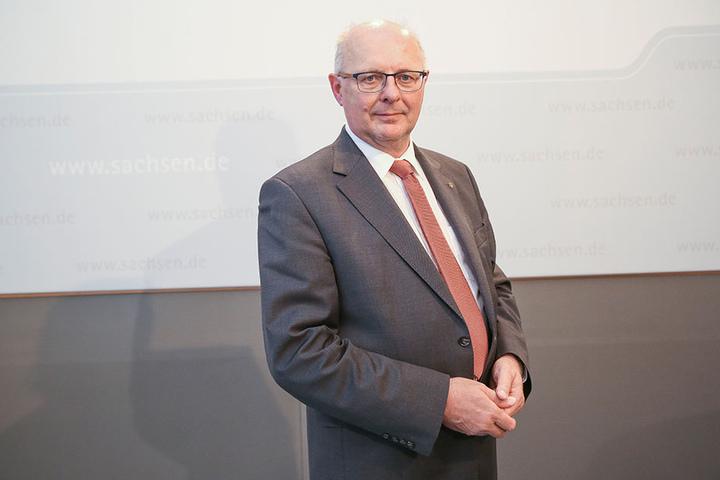 Leitet den sächsischen Verwaltungsstab: Innen-Staatssekretär Günther Schneider (63, CDU).