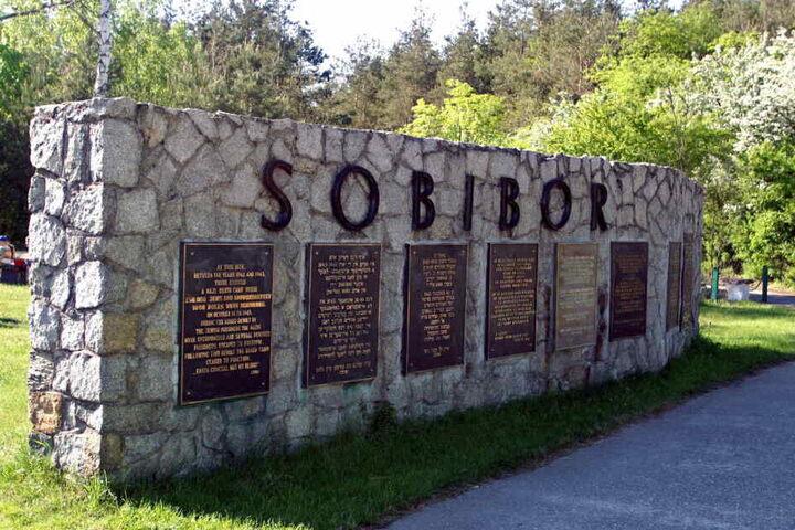 Ein Mahnmal für das deutsche Vernichtungslager Sobibor, aufgenommen am 29.11.2005 in Sobibor, Polen.