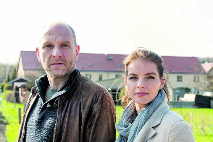"""Yvonne Catterfeld (39) und Götz Schubert (56) drehen derzeit die nächsten Teile der Krimiserie """"Wolfsland""""."""