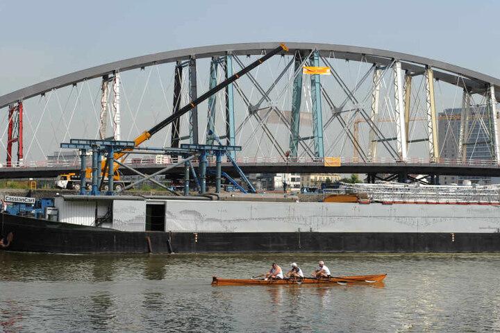 Die vierköpfige Ruderboot-Besatzung war am Montag auf dem Main unterwegs (Symbolbild).