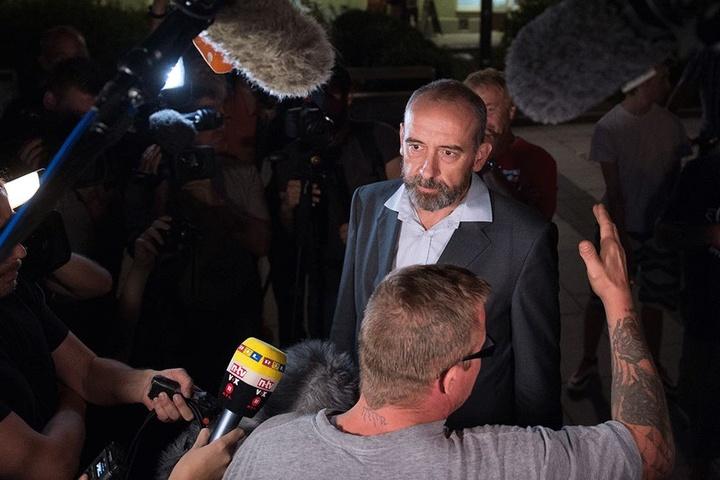 Bautzens Oberbürgermeister muss in den vergangenen Monaten immer wieder Fragen zu den rassistischen Vorfällen in seiner Stadt beantworten.