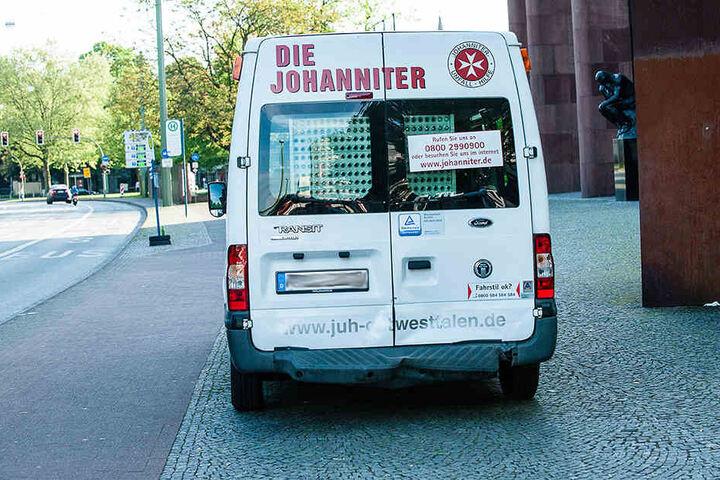 Der Wagen der Johanniter wurde leicht eingedellt.