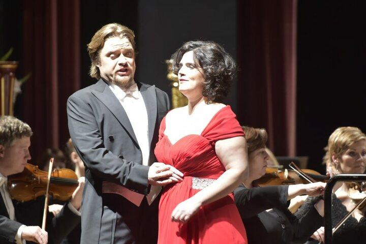 Tenor Viktor Antipenko und Sopranistin Mareike Schröter