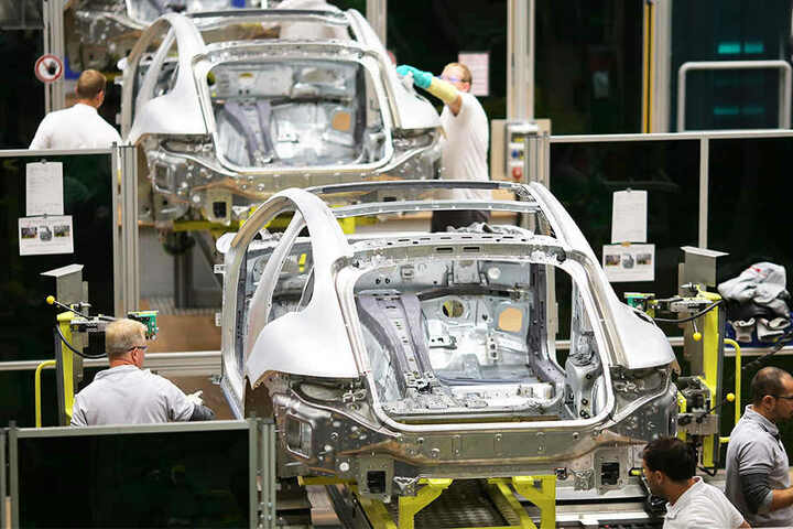 Ein Blick in die Leipziger Fertigung von karossen für den Porsche Panamera. Bülows Nachfolger in Leipzig wird ein Manager von Volkswagen: Gerd Rupp.