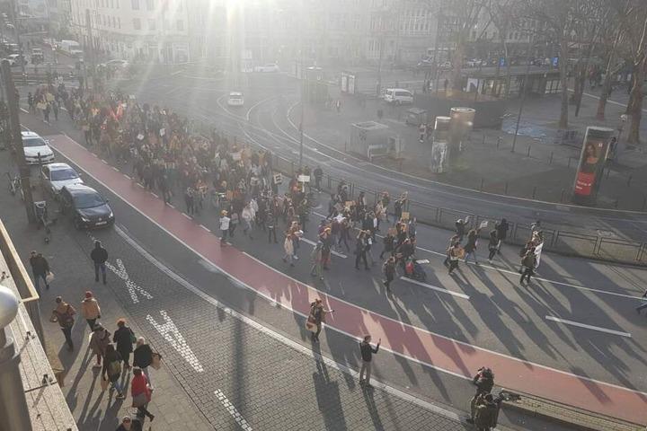 Die Demo kam auch am Kölner Neumarkt vorbei.