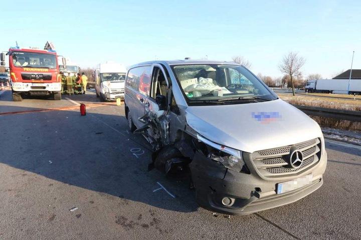 Die beiden Kleintransporter wurden schwer beschädigt.