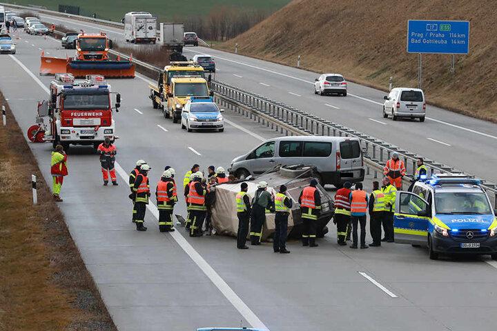 Die Autobahn 17 wurde voll gesperrt.