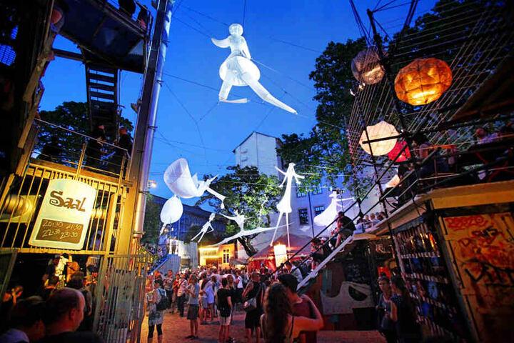Lichtinstallationen verzauberten 2017 das Festival-Gelände rund um die Scheune.