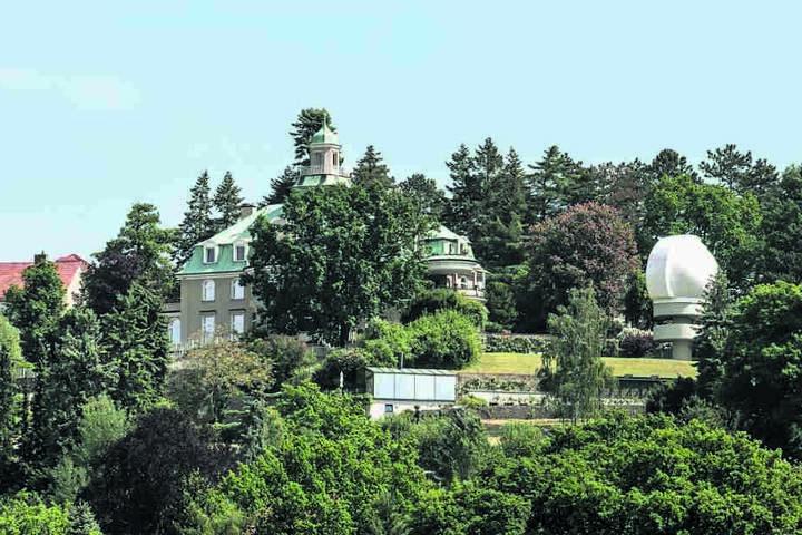 1955 gründete Manfred von Ardenne  das Dresdner Ardenne-Institut mit Sitz am Weißen  Hirsch.