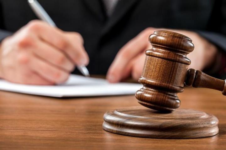 Das Gericht hat am Dienstag den Lehrer wegen sexueller Handlungen mit Minderjährigen zu einer Gefängnisstrafe verurteilt.