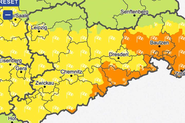 Der Deutsche Wetterdienst warnt vor Sturm und extremen Wind in Sachsen.