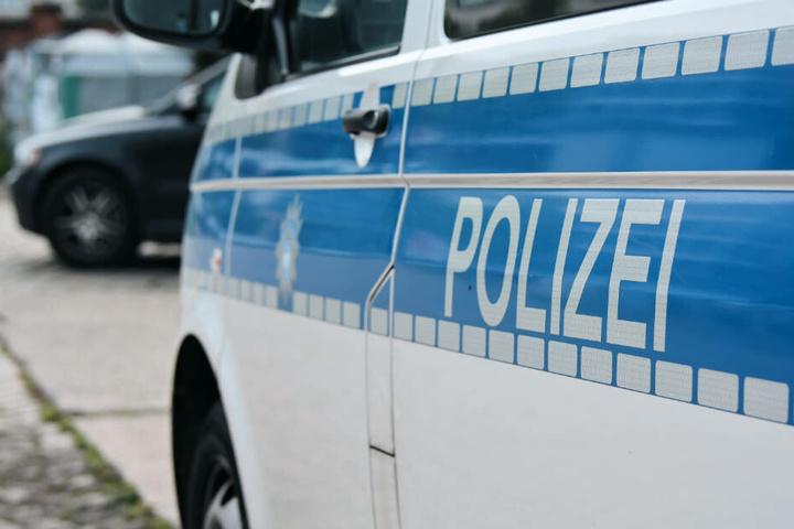 Der 57-Jährige wurde festgenommen. Gegen ihn wird nun wegen mehrerer Straftaten ermittelt (Symbolbild).