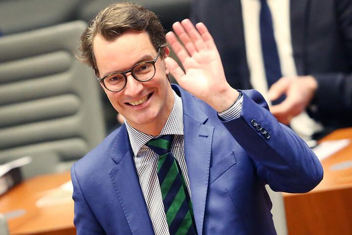 Hendrik Wüst (CDU) hat am Dienstag eine entsprechende Vereinbarung unterzeichnet.