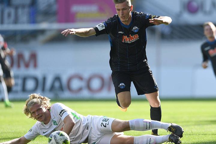 Immer einen Schritt zu spät: Bremen II hat gegen die Offensive um Dennis Srbeny nicht viel auszusetzen.