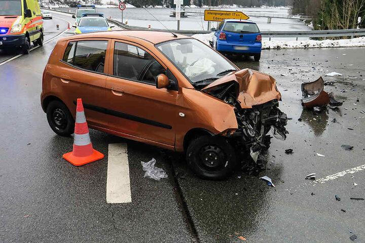 Bei dem schweren Unfall soll es vier Verletzte gegeben haben.