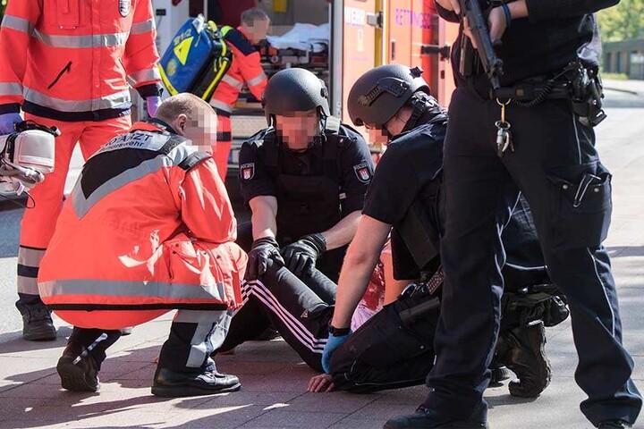Die Frau wurde dabei schwer verletzt.