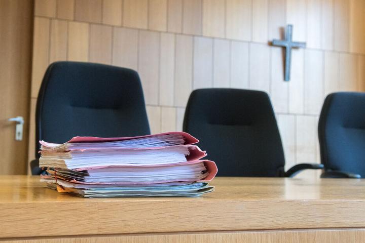 Vor dem Landgericht Traunstein hat das Berufungsverfahren drei Jahre nach dem Verkehrsunfall begonnen. (Symbolbild)