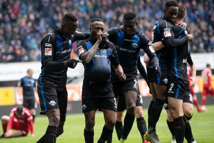Der SC Paderborn möchte gegen den HSV gewinnen und den Aufstieg in die 1. Bundesliga feiern.
