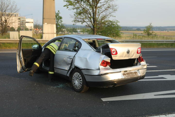 Die Fahrerin des Passats wurde verletzt.