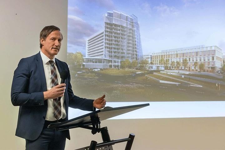 Der Kaufmännische Geschäftsführer des Klinikums, Dirk Balster (52), informiert über das umfangreiche Bauvorhaben.