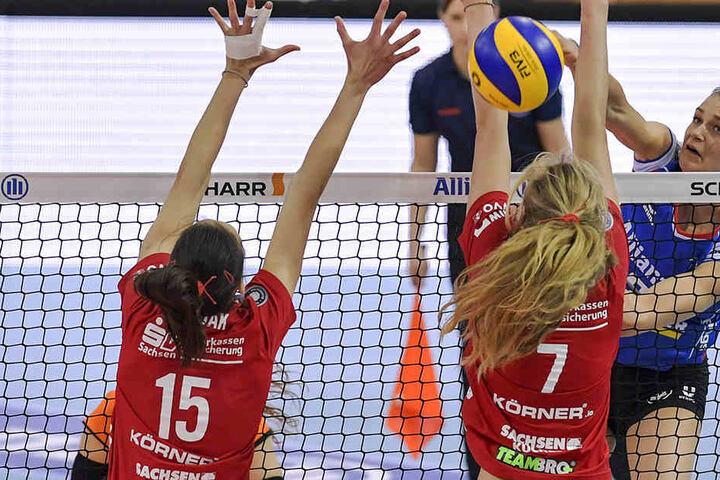 Gegen Allianz Stuttgart streckten sich Ivana Mrdak (l.) und Dominika Strumilo vergeblich.