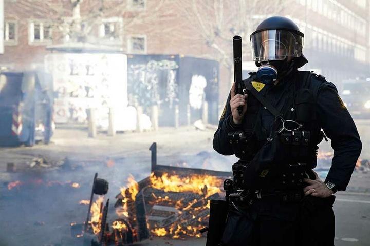 Bei den Ausschreitungen während der Demonstration eines islamfeindlichen Politikers hatte die Polizei 23 Menschen festgenommen.