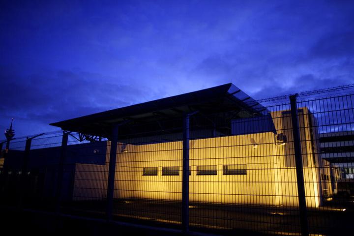 Vor dem Oberlandesgericht in Köln, wurde der 29-Jährige zu 8 Monaten Haft verurteilt.