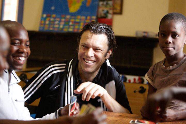 Schiedsrichter Urs Meier (57) engagiert sich in Südafrika für die Kindernothilfe für Straßenkinder.