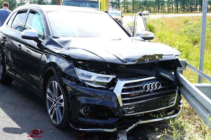 Der Audi wurde bei der Kollision stark beschädigt.