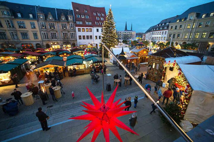 Zum 900-jährigen Stadtjubiläum putzt sich Zwickau besonders heraus, etwa mit einer größeren Weihnachtsbeleuchtung.