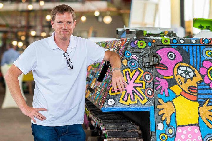Der Leipziger Künstler Michael Fischer-Art (50) entwirft auch Hemden-Designs Germens.