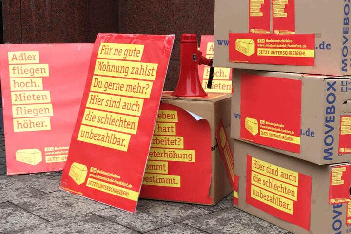 """Nach eigenen Angaben hat die Initiative """"Mietentscheid Frankfurt"""" circa 25.000 Unterschriften gesammelt."""