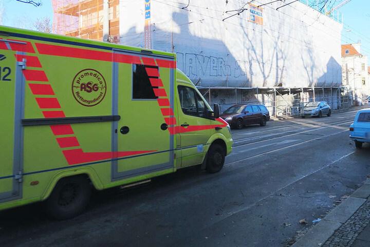 In Leipzig wurde ein Mann an einer Baustelle in der Zschocherscher Straße lebensgefährlich verletzt gefunden.