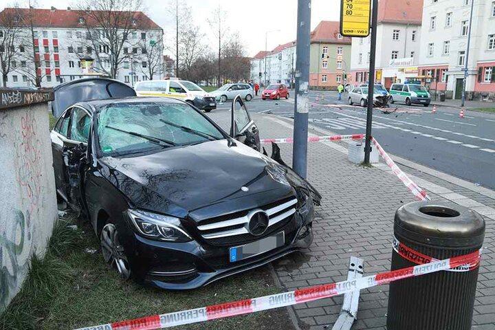Der Fahrer des Mercedes flüchtete nach dem Unfall!