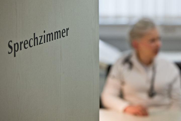 Man kann sich glücklich schätzen, wenn man in Berlin einen Termin beim Arzt bekommt. (Symbolbild)