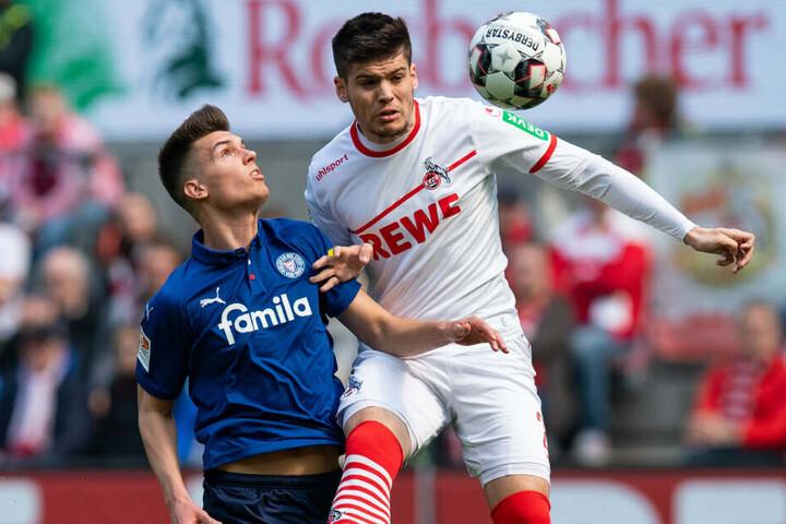 Jorge Meré ist beim 1. FC Köln als Abwehrchef eingeplant. (Hier im Spiel gegen Mathias Honsak von Holstein Kiel)