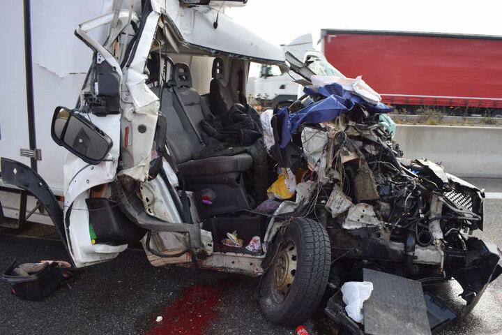 Der Beifahrer dieses Peugeot war sofort tot.