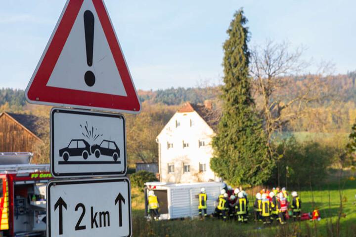 Ein Schild weißt auf der Pulsnitzer Straße darauf hin, dass dies ein Unfallschwerpunkt ist.