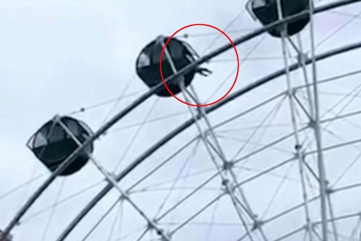 In 40 Metern Höhe kletterte der Junge aus der Gondel.